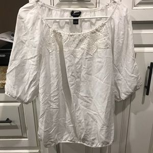 Spense used white rayon top no stains size large